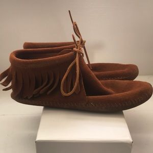 MINNETONKA ANKLE BOOTIE MOCCASINS, LEATHER, SIZE 7